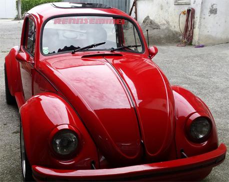 Rennsemmel auf VW Käfer Frontscheibe