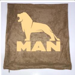 Dekokissen mit MAN und Löwe jetzt bestellen!✅