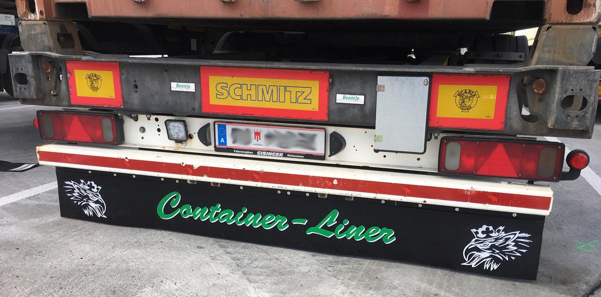 Beschrifteter Schmutzfänger/Heckschürze der Firma Bentele Transporte aus Hohenems.